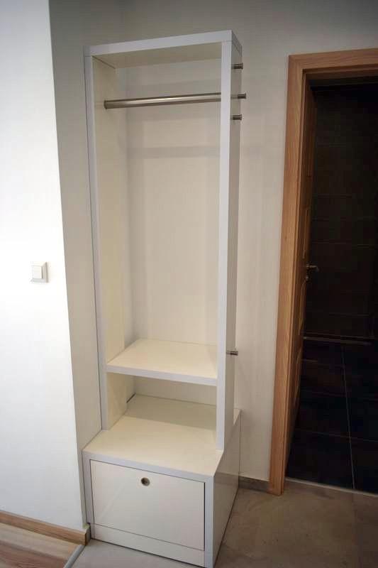 egyedibútor fogasszekrény