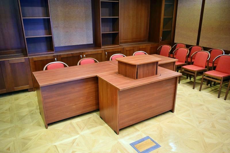Irodabútor, pulpitus asztallal