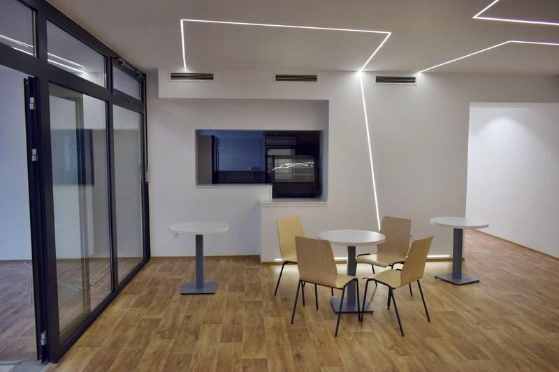 Irodabútor, tárgyalóasztal székekkel
